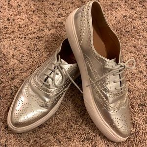 Silver Oxford Style 8.5 shoes